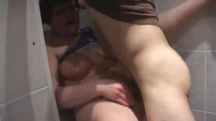 Парень случайно получил классный секс со зрелой тёщей
