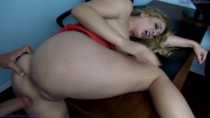 Сексуальная мамочка ебется со своим сыном дома