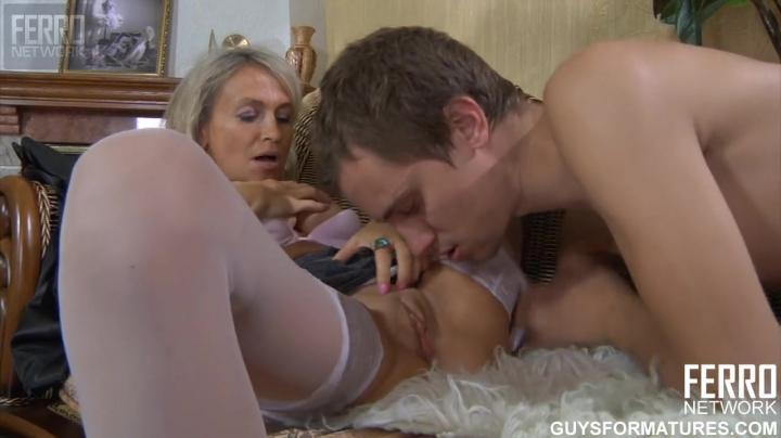 Племянник трахает зрелую тётку с большими сиськами