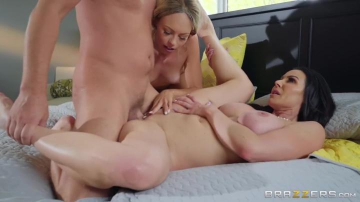 Мама учит дочь сосать член и заниматься сексом